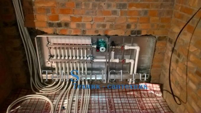 Монтаж коллектора и узла управления теплым полом с металопластика